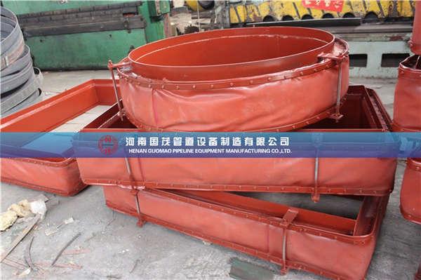 一般脱硫烟道都会采用非金属补偿器进行作业